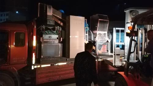 600铜米机夜间发货现场
